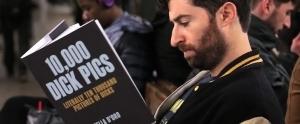 Tuhaf İsimlere Sahip Sahte Kitaplarla Metro Yolcularını Trollediler!