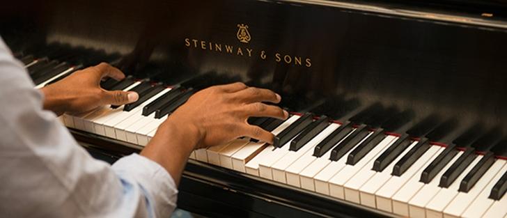 Сон кто-то играет на пианино