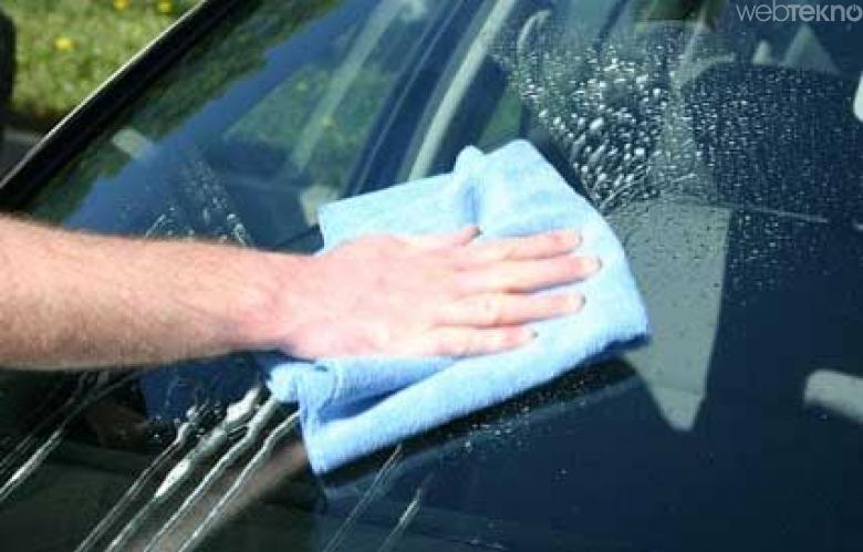 Arabanın camlarını temizleyin