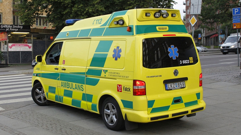 Karşıdaki Arabanın Radyosuna Sızarak Yol Açması İçin Uyaran Ambulanslar Geliyor