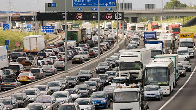 İngiltere 2040'ta Benzinli ve Dizel Otomobilleri Yasaklayacak