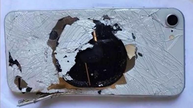 Şarja Takılan iPhone 8 Patlamış Halde Bulundu