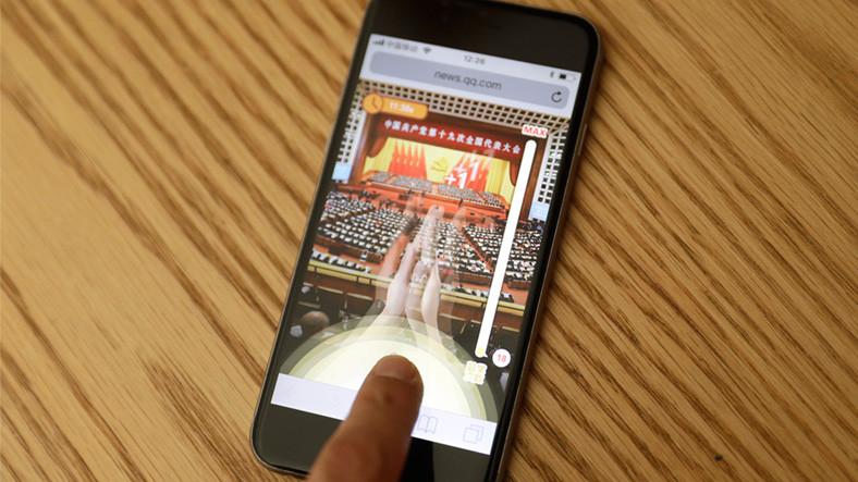 Çin'de Başkan Xi Jinping'i Alkışlama Oyunu Yapıldı