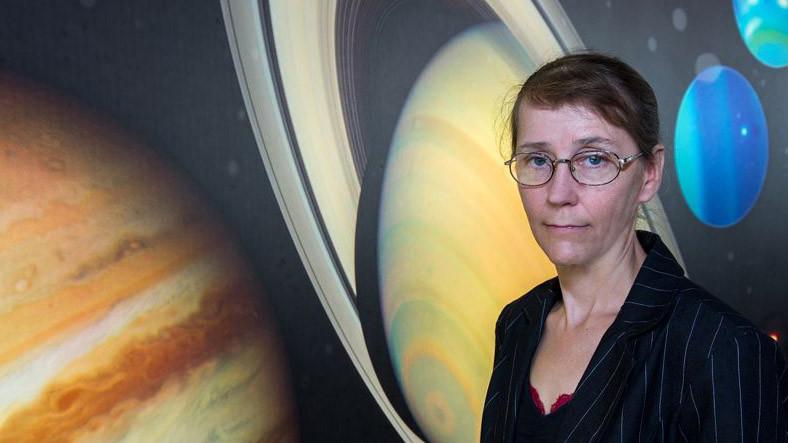 Dünya'yı Uzaydan Gelecek Zararlara Karşı Koruyan Kadın Kahramanla Tanışın