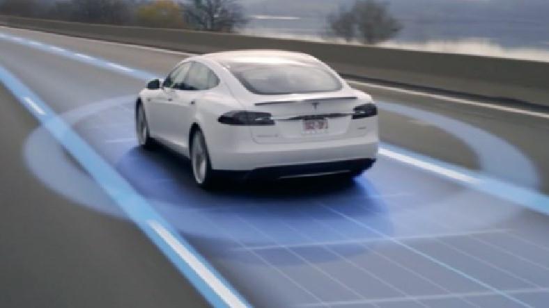 Tesla'nın Otopilot Özelliğinin Ağzınızı Açık Bıraktıracak Yetenekleri!