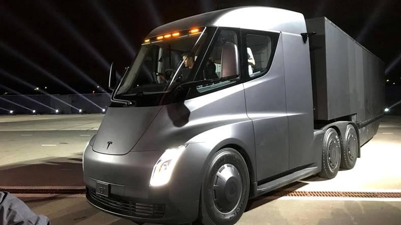 Tesla Semi'nin Bir Tırdan Çok Daha Fazlası Olduğunu Kanıtlayan Video!