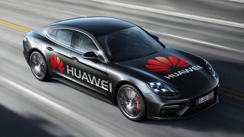 Huawei Mate 10 Pro'nun Yapay Zeka İşlemcisine Araba Kullanmayı Öğrettiler!