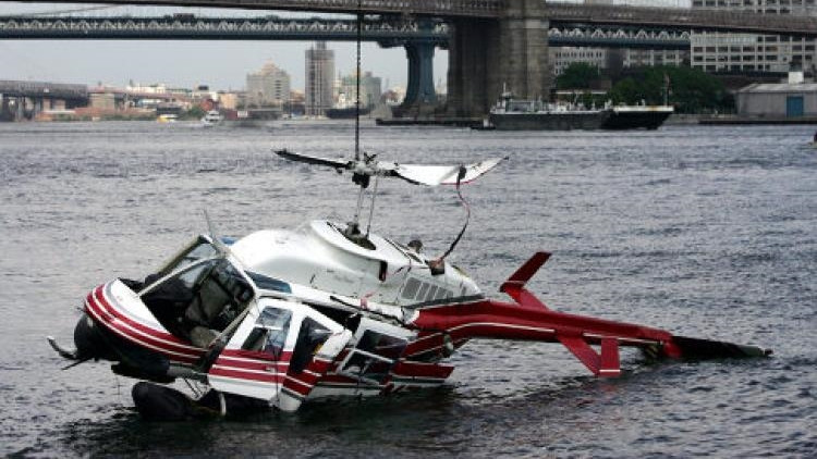 New York'ta Sulara Gömülen Fotoğraf Çekim Helikopterinin Kaza Görüntüleri Video