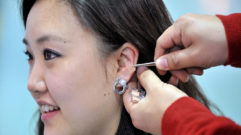 Bazı İnsanların Kulaklarında Doğuştan Bulunan Delikler Ne Anlama Geliyor