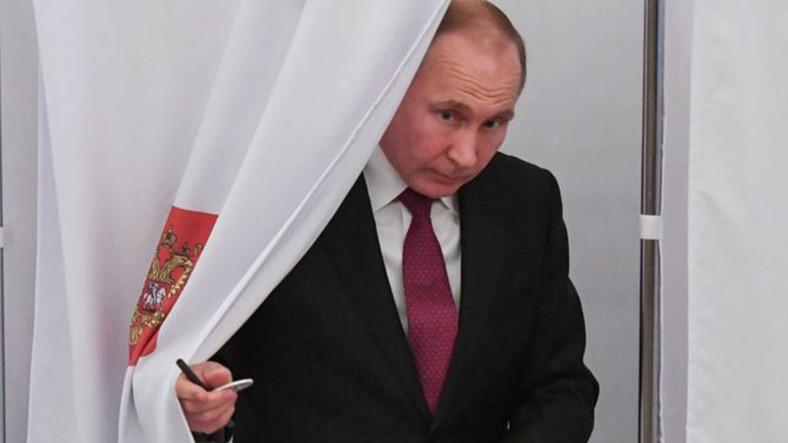 Rusya'da Yapılan Seçimler Renkli Görüntülere Sahne Oldu
