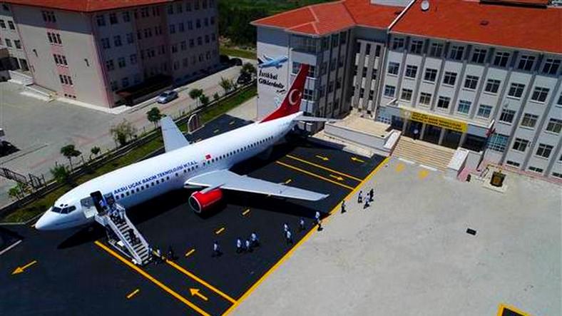 Hibe Edilen Yolcu Uçağı Antalya'da Bir Lisenin Okulu Haline Geldi
