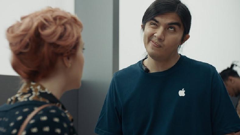 Samsung, Reklam Kampanyalarında iPhone ve Apple Store'lara Saldırmaya Devam Ediyor