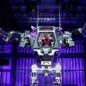 Zenginlerin Oyuncakları Bile Farklı: Amazon'un Patronu Dev Robotlarla Eğleniyor!