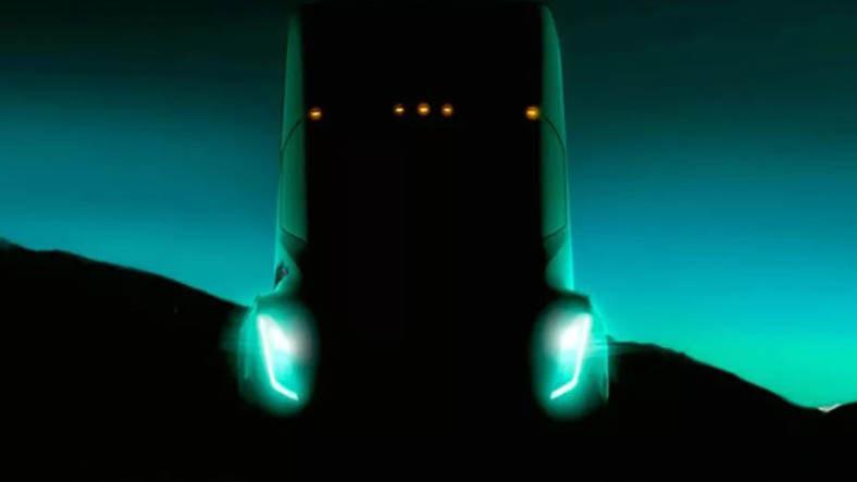 Tesla'nın Elektrikli Kamyonu, 500 Kilometre Yol Katedecek!