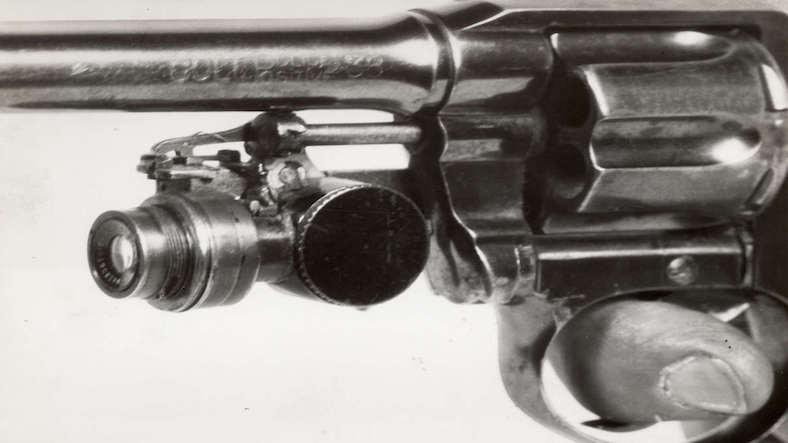 Tetiğe Bastığınızda Fotoğraf Çeken Silahların 100 Yılı Aşan İlginç Öyküsü