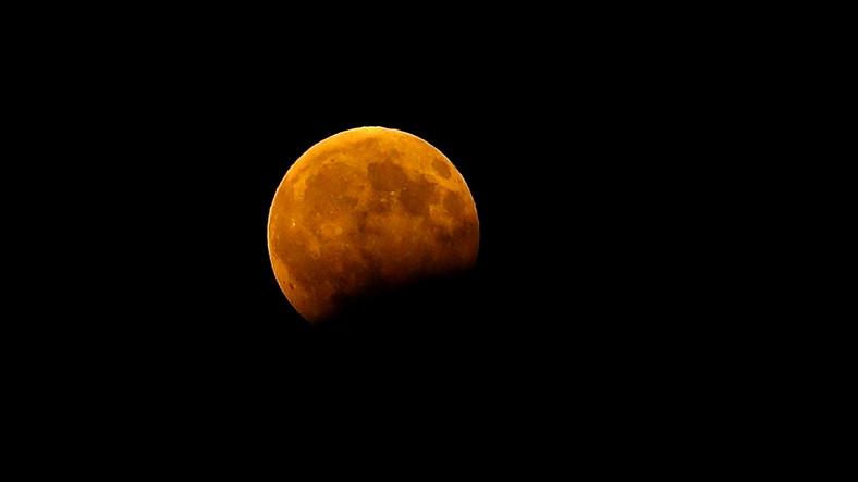 Çin'in Uzay Aracı Longciang-2, Ay'ın Karanlık Yüzeyini Görüntüledi