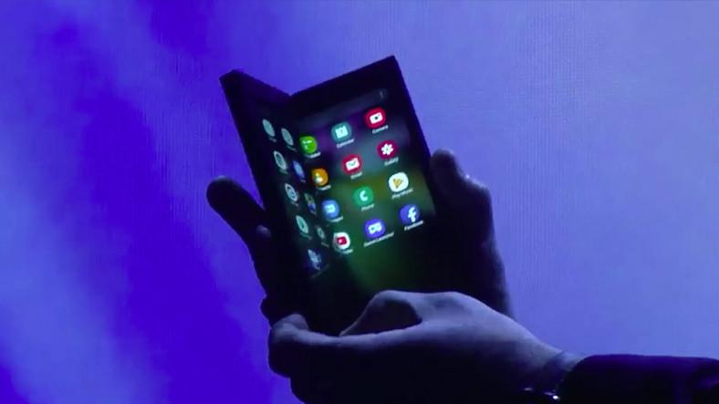 LG, Katlanabilir Akıllı Telefon İçin Çalışmalara Başladı