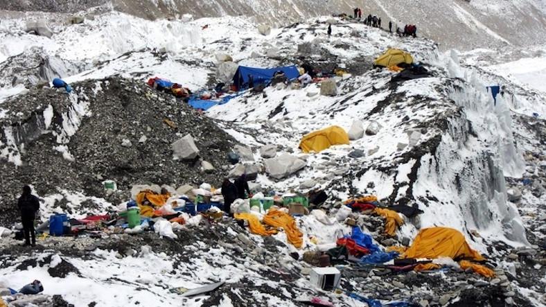 Çin, Oluşan Çöp Yığınlarını Temizlemek İçin Everest'e Yapılan Tırmanışları Kısıtlayacak
