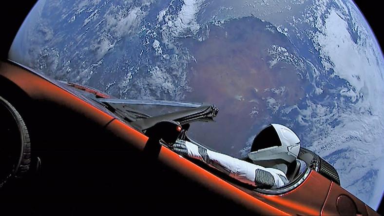 Tesla Roadster, Dünya'ya Ne Zaman Çarpacak?