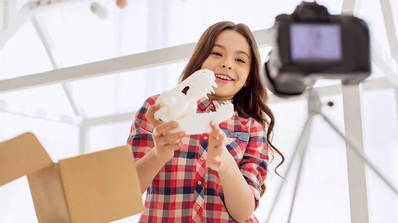 YouTube'daki Çocuklara Yönelik İçerikler, Oyuncak Trendinin Değişmesine Yol Açıyor