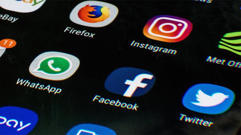 Rusya, Sunucular İçin Facebook ve Twitter'a 9 Ay Süre Verdi