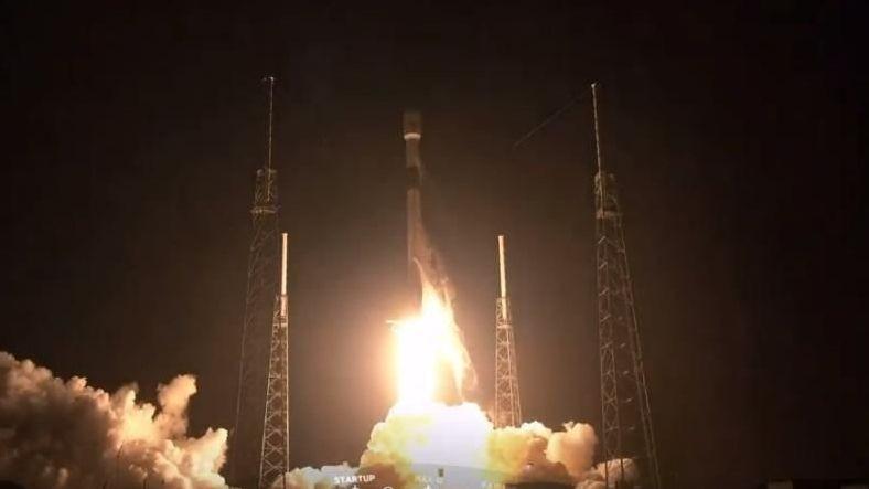 SpaceX, Starlink Uydularıyla Dolu Falcon 9 Roketini Fırlattı