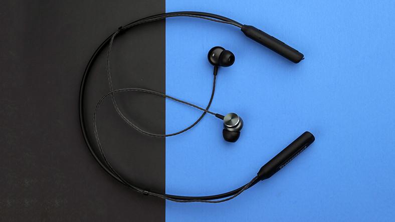 Tek Şarjla 24 Saat Müzik Dinleme İmkanı Sunan Kulaklık
