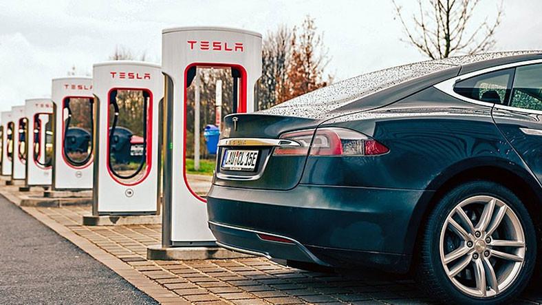 Tesla 1 5 Milyon Kilometreye Kadar Dayanan Batarya Patenti Aldı