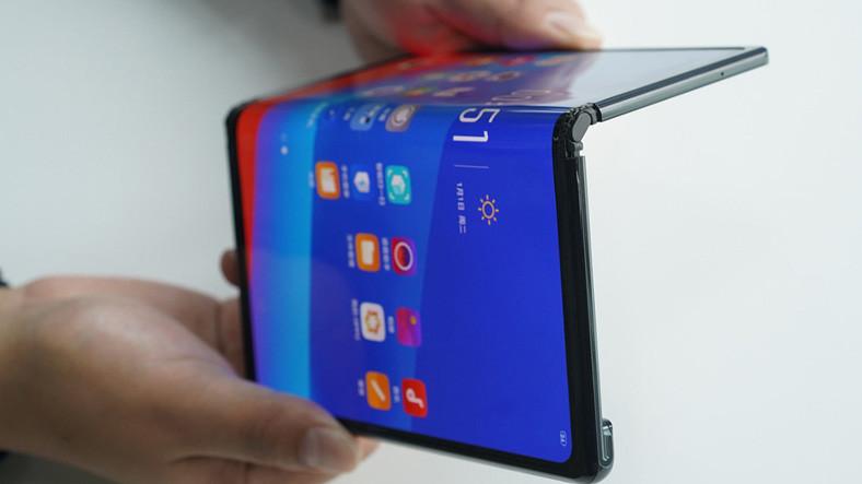 Microsoft, Katlanabilir Telefonlardaki Büyük Bir Soruna Çözüm Buldu