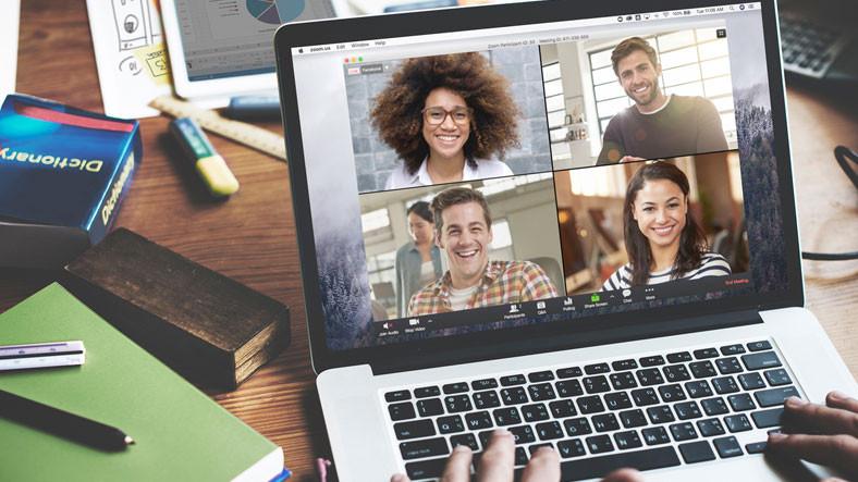 Zoom'daki 3 Saatlik Erişim Sorunu Eğitimi Kaosa Sürükledi