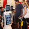 Gediz Üniversitesi'nde Tanıtılan ve Konuşulanları Anlayabilen İnsansı Robot: Lalebot