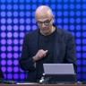 Microsoft CEO'sundan Bol Göndermeli iPhone İncelemesi!