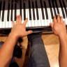 İzleyenlere 'Sen İnsan mısın?' Dedirten Piyano Performansı!