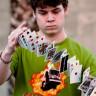 İskambil Kağıtlarıyla Mucize İşlere İmza Atan Sihirbaz Genç: Zach Mueller