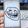 iPhone Kullanan Arkadaşlarınıza Küçük Çaplı Kalp Krizi Geçirtebileceğiniz 5 Şaka