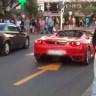 200 Bin Dolarlık Ferrari'yi Stop Ettiren Adam ve Kendisiyle Hunharca Dalga Geçen İnsanlar