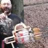 Kola Şişeleri Kullanarak Ok Fırlatan Minigun Üreten Çılgın Mucit!