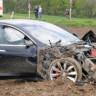 25 Metre'den Yere Çakılan Model S, Sağlamlığı Sayesinde İçindeki Herkesi Kurtardı!