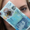 Su Geçirmeyen ve Yırtılmayan Para İngiltere'de Piyasaya Sürüldü