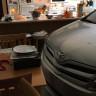 Kasırgadan Korumak İçin Arabasını Evinin Salonuna Sokan Amerikalı