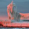 Soğuktan Donup, Adeta Buzdan Kaleye Dönüşen Deniz Feneri