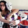 Aşık Olduğu Robot ile Evlenmek İsteyen Kadın