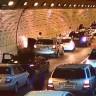 Güney Kore'de Tünelde Yaşanan Kaza Sonrası Sürücülerin Ambulansa Yol Açması