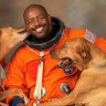 NASA Astronotunun Köpekleriyle Çektirdiği Fotoğraf, Kısa Sürede Viral Oldu!