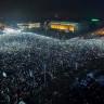 Romanya'daki Gösteriler Sırasında 250 Bin Telefonun Işıklarıyla Oluşturulan Muhteşem Görüntü!