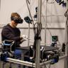 Mark Zuckerberg, Oculus Rift Eldivenini Facebook Profilinden İlk Kez Paylaştı!