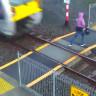 Yeni Zelanda'da Trenin Altında Kalmaktan Son Anda Kurtulan Bir Kişinin Sosyal Medyayı Sallayan Videosu