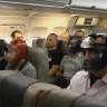 'Yolcusunu Döven' United Airlines'a Diğer Yolculardan Mizah Dolu Karşılık Geldi!