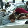 Facebook'taki En Çılgın Canlı Yayın: Araba Öpen İnsanlar!