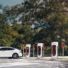 Tesla Supercharger'lar Güneş Enerjisi ve Akü Gücüyle Çalışacak!